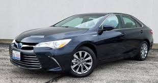 toyota hybrid camry 2017 toyota camry hybrid the daily drive consumer guide