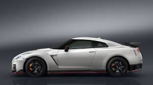 nissan skyline gtr 2017 nissan shows off with the new nismo gt r on the nürburgring