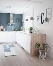 hotte de cuisine blanche cuisine blanche et bois luxury kitchen cuisine blanc bleu bois hotte