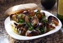 cuisiner des palourdes fraiches palourdes fraîches au café espagnol de fruits de mer photo stock