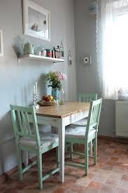 wohnzimmer stã hle mobel fur kleine kuchen ka 1 4 che graue wand mintfarbene sta 1 4