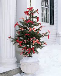 Red White Christmas Decorations 40 christmas decoration ideas in all shades of red digsdigs