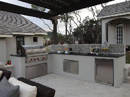 barbecue cuisine d été inox et béton pour la cuisine extérieure