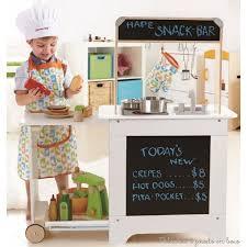 cuisine bois jouet cuisine en bois jouet dinette en bois pour faire un cadeau de noël