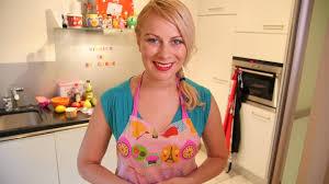 fait sa cuisine virginie fait sa cuisine et ajoute un soupçon d humour aux