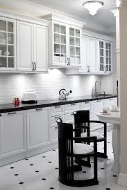 cuisine blanche sol noir carrelage cuisine noir et blanc idees sol lzzy co