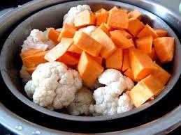 cuisiner un chou fleur chou fleur patate douce et crème aux champignons recette de