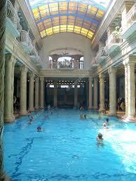bagno termale e piscina széchenyi bagno termale gellert e piscina budapest foto editoriale stock