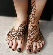henna design tattoo on feet