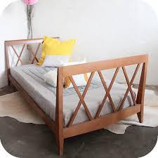 chambre enfant retro mobilier vintage lit enfant bois vintage atelier du petit parc