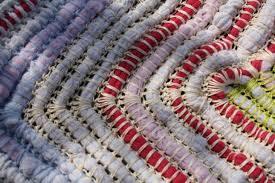 tappeti fai da te nuova vita ai capi usati prima calzamaglia dopo tappeto unadonna