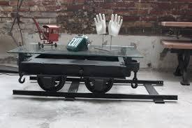 Table De Salon Industrielle by Table Basse Metal Industrielle Wagon De Mine Sur Rail Plateau De Verre
