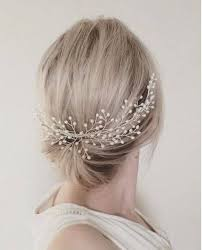 pearl hair accessories 50 timeless pearl bridal hair accessories brides swoon