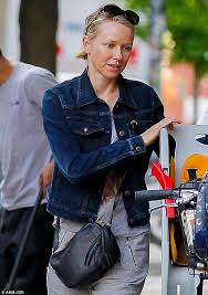 Makeup Schools In New York Barefaced Beauty Naomi Watts Proudly Shows Off Her Make Up Look As