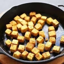 comment cuisiner le tofu easy crispy tofu minimalist baker recipes