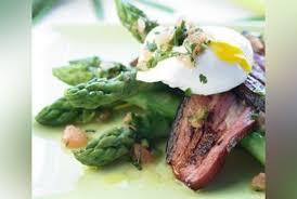 cuisine asperges vertes asperges vertes lard et oeuf poché recette oeuf poché aux