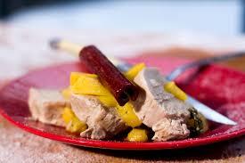 cuisiner porc recette de longe de porc aux pêches sur le bbq selon bob le chef