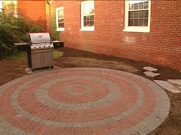 Brick Patio Diy by How To Lay A Circular Paver Patio Fountain Head Splash Pad And