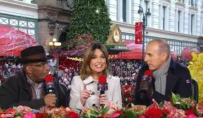 macy s parade announcers thanksgiving parade live