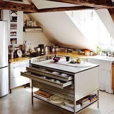 cuisine sous pente cuisine mansardée nos idées pour bien l aménager