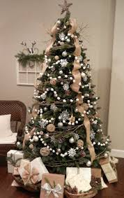 burlap christmas 15 rustic burlap christmas decor ideas shelterness