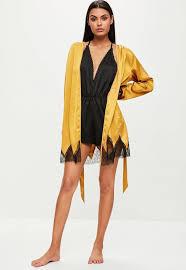 peignoir de chambre robe de chambre jaune satin et dentelle missguided
