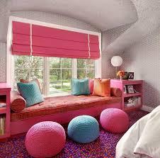 pouf chambre fille design interieur banquette sous fenêtre suzanne lovell chambre