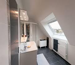 salle de bain dans chambre sous comble deco chambre sous comble great ides de dressing sous combles