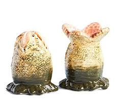 xenomorph egg salt and pepper shaker set