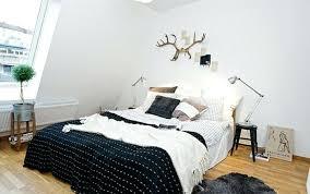 d o chambre scandinave deco chambre scandinave linge de lit en noir et blanc tapis qqc