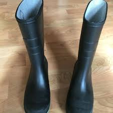 s rubber boots canada find more size 4 rubber boots sturdy rubber soles