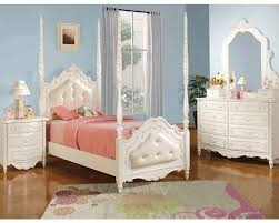 Bedroom Furniture Set White Furniture Urban This Is A Five Piece Bedroom Set With Egg Shell
