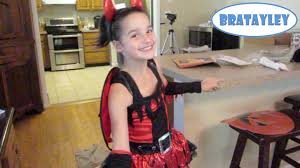sneak a peek at annie u0027s halloween costume wk 199 5 bratayley
