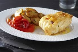 cuisiner la lotte au four recette de lotte au chorizo poivrons et pommes de terre sautées à l