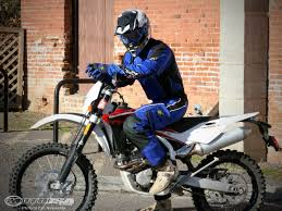motocross bike reviews 2010 husqvarna te310 dirt bike review photos motorcycle usa