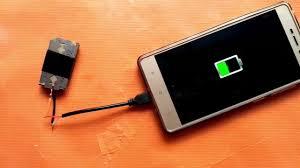 cara membuat powerbank menggunakan baterai abc charger hp tanpa listrik charger hp pakai silet youtube
