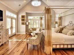 cottage master bedroom with crown molding u0026 transom window