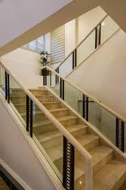 corrimano luminoso scale e corrimano di marmo bianchi fotografia stock immagine di