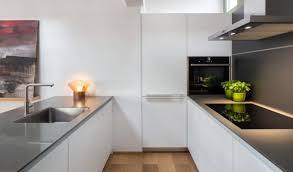 cuisine blanche parquet aménagement salon toit terrasse et cuisine blanche