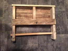 Diy Wood Rack Plans by Diy Pallet Towel Rack With Shelf Pallet Furniture Plans