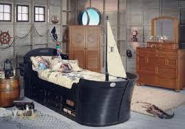 chambre de pirate 10 chambres inspirées de l univers disney chambres chambre