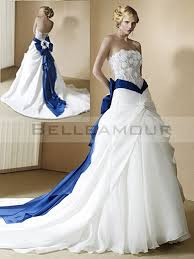 robe de mariã e bleue de mariée blanc bleu bande dentelle fleur longue a ligne traîne