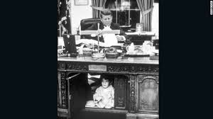 Resolute Desk Trump U0027s Desk On Display Clutter And All Cnnpolitics