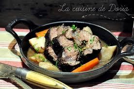 cuisiner une joue de boeuf rôtis de joues de boeuf aux herbes et légumes de saison la