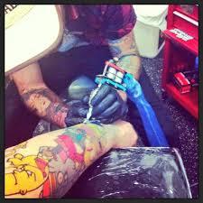 gambar tato kartun di lengan pria ini punya 41 sosok homer simpson di lengan kirinya setara dewa