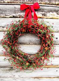 rustic christmas 34 cool rustic christmas decorations and wreaths digsdigs