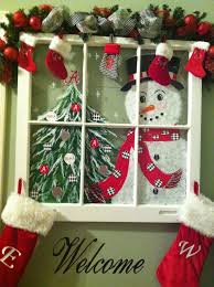 Christmas Window Decorations Indoor by Best 25 Christmas Windows Ideas On Pinterest Kitchen Xmas