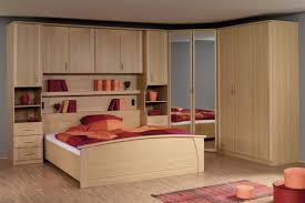 chambre a coucher avec pont de lit pont de lit lit adulte armoire 3 portes et armoire d angle 2