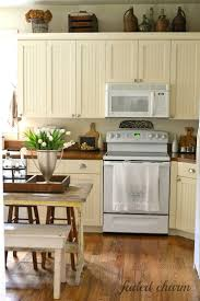 Decorating Ideas For Top Of Kitchen Cabinets by Best 25 Cream Colored Cabinets Ideas On Pinterest Cream
