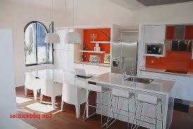 ilot cuisine pour manger chaises blanches design salle manger pour idees de deco de cuisine